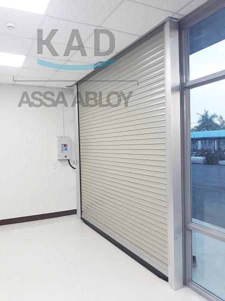 cửa nhôm cực bền và đẹp không đen theo thời gian, tốc độ cuốn nhanh chóng đáp ứng nhu cầu di chuyển trong nhà xưởng
